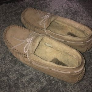 Women's Uggs Slippers. Tan, Size 9